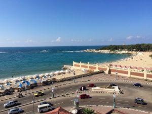 アレクサンドリアのホテルから地中海を臨む